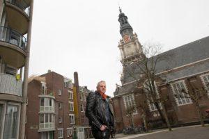 Thomas von der Dunk voor de Zuiderkerk. Foto: Rufus de Vries.